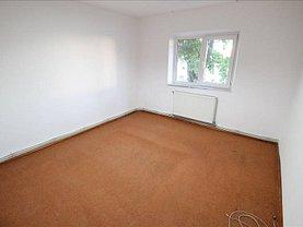 Apartament de vânzare 3 camere, în Bacau, zona Bistrita Lac