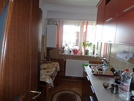 Apartament de vânzare 4 camere, în Pitesti, zona Prundu