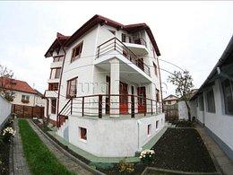 Casa de închiriat 12 camere, în Brasov, zona Grivitei