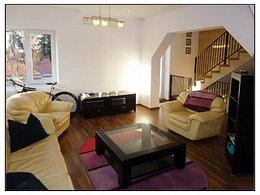 Casa de vânzare sau de închiriat 4 camere, în Brasov, zona Centrul Istoric