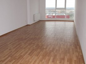 Apartament de vânzare 3 camere, în Bacau, zona Stefan cel Mare
