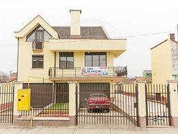 Casa de vânzare 7 camere, în Arad, zona Parneava
