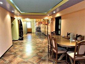 Apartament de vânzare 4 camere în Codlea, Central