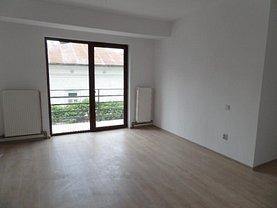 Apartament de vânzare 3 camere, în Targu-Jiu