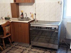 Apartament de închiriat 4 camere, în Botosani, zona Central