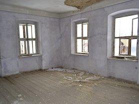 Casa de vânzare 10 camere, în Botosani, zona Vest