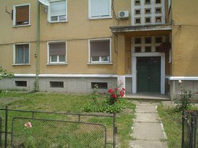 Apartament de vânzare 3 camere, în Caransebes, zona Vest