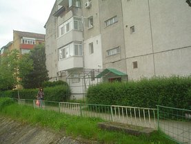 Apartament de vânzare 3 camere, în Caransebes, zona Sud-Vest