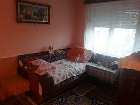 Apartament de vânzare 3 camere în Negresti-Oas, Central