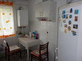 Apartament de vânzare 3 camere, în Targoviste, zona Micro 4