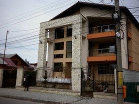 Casa de vânzare 11 camere, în Targoviste, zona Central