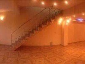 Casa de vânzare 10 camere, în Vaslui, zona Nord