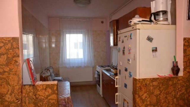 Vanzare apartament 4 camere Tractorul, Brasov
