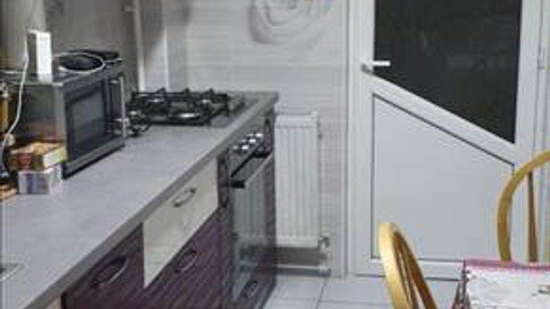 Vanzare apartament 3 camere etaj intermediar Racadau, Brasov