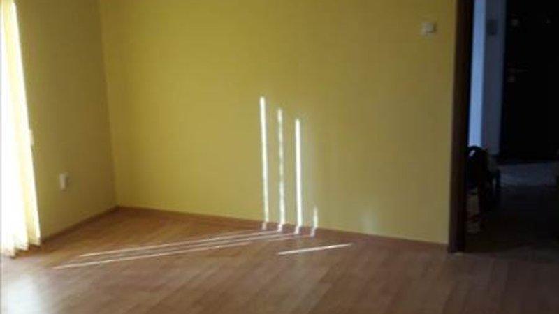Apartament 2 camere renovat,etaj 1,Calea Bucuresti