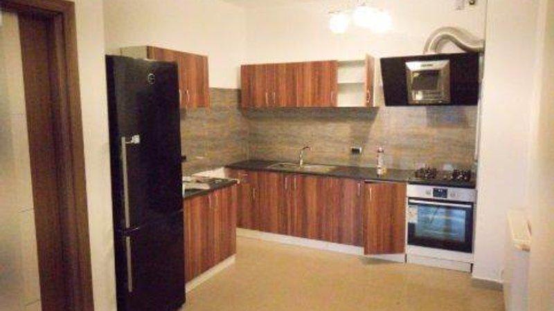 Apartament 3 camere decomandat,2 bai,Isaran,Tractorul