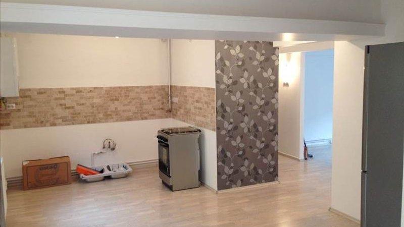 Apartament 4 camere renovat, etajul 1, Tractorul