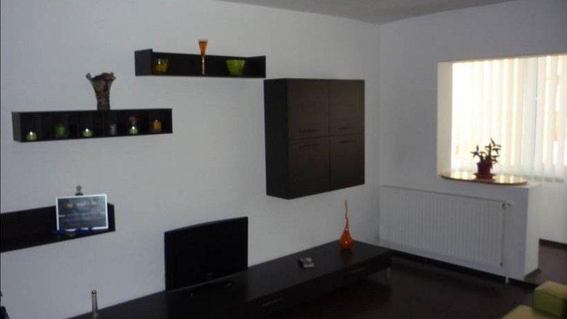 Apartament 3 camere 2 bai, etajul 1, zona Carpatilor