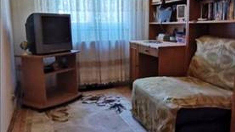 Apartament 3 camere, etaj 2 din 4, Florilor
