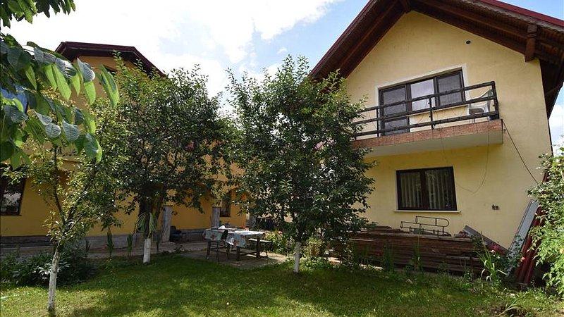 Casa pretabila 2 familii+spatiu comercial, teren 1030 mp,Carierei,Brasov