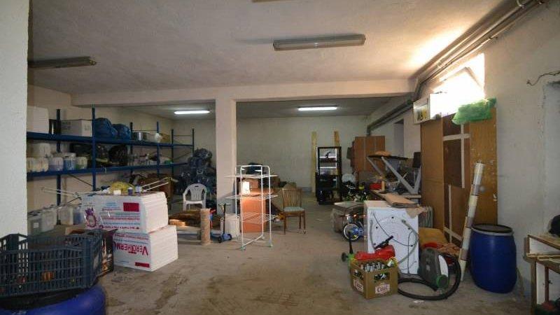Spatiu-hala de inchiriat, 240 mp,birou+grup sanitar,Carierei