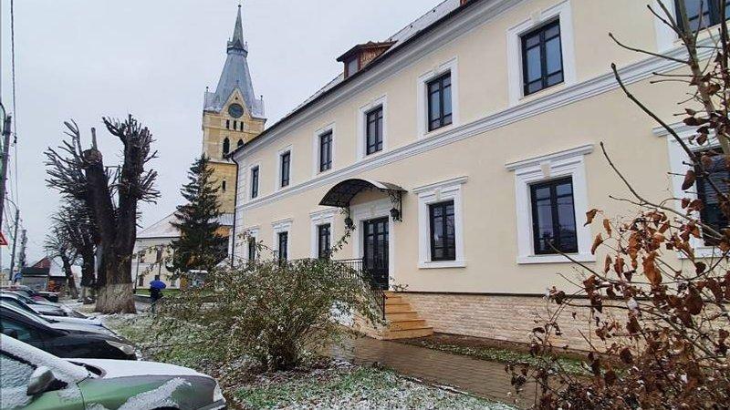 Inchiriere imobil de lux cu destinatie comerciala / birouri, Codlea, Brasov