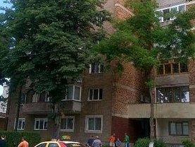 Apartament de vânzare 3 camere, în Hunedoara, zona Est