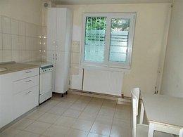 Casa de închiriat 5 camere, în Targoviste