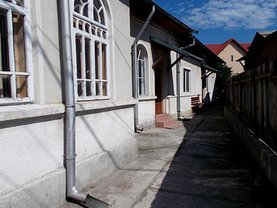 Casa de vânzare sau de închiriat 3 camere, în Targoviste