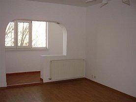 Apartament de vânzare 3 camere, în Bacau, zona Republicii