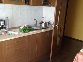 Apartament de vânzare 3 camere, în Craiova, zona Rovine