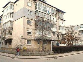 Apartament de vânzare sau de închiriat 4 camere, în Gaesti, zona Central