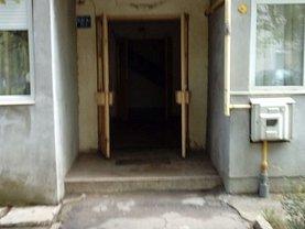 Apartament de vânzare 3 camere, în Caracal, zona Est