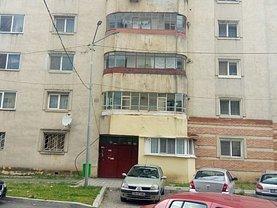 Apartament de vânzare 3 camere, în Targoviste, zona Micro 11