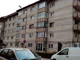 Apartament de vânzare 3 camere, în Campulung Moldovenesc, zona Central