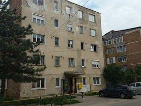 Apartament de vânzare 2 camere, în Hateg