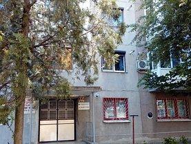 Apartament de vânzare 3 camere, în Ramnicu Sarat, zona Sud