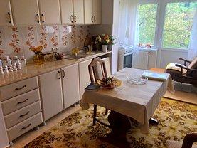 Apartament de vânzare 2 camere în Campulung Moldovenesc, Central