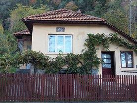 Casa de vânzare 2 camere, în Leresti