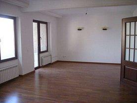 Apartament de vânzare 5 camere, în Bucuresti, zona Casin