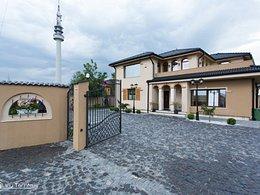 Casa de vânzare 7 camere, în Bacau, zona Calea Romanului