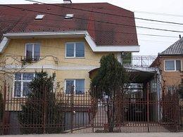 Casa de închiriat, 6 camere, în Oradea, zona Nufarul
