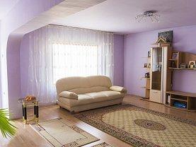 Casa de vânzare 9 camere, în Moreni, zona Central