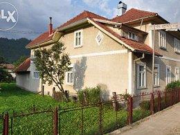 Casa de vânzare, 8 camere, în Campulung Moldovenesc, zona Est