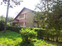 Casa de vânzare 5 camere, în Targoviste, zona Aleea Trandafirilor