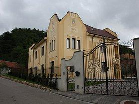 Casa de vânzare 11 camere, în Simleu Silvaniei, zona Sud-Vest