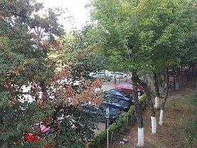 Apartament de vânzare 4 camere, în Pitesti, zona Razboieni
