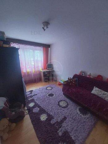 Vanzare Apartament 4 camere decomandat, 784 mp, Etajul 1 din 4