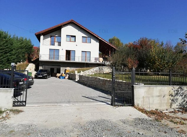 Inchiriere Casa 8 camere; 220 mp; 1 baie