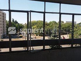 Apartament de închiriat 3 camere, în Oradea, zona Centru Civic